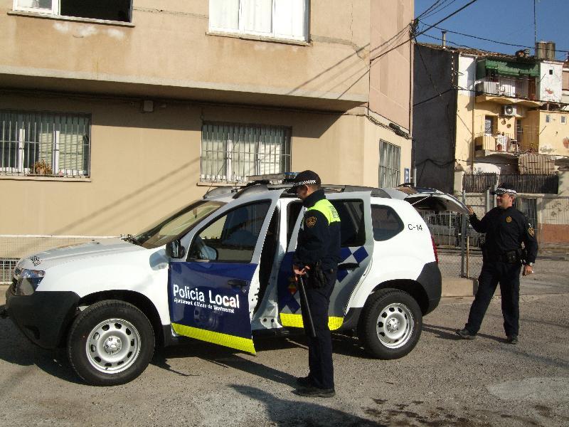 Successos la policia local d 39 olesa reanima un nen que for Piscina olesa de montserrat