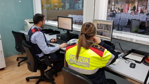 Els mossos d esquadra s apropen m s als viatgers for Oficina atencio al ciutada